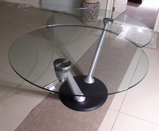 Hula-Op Dining Table